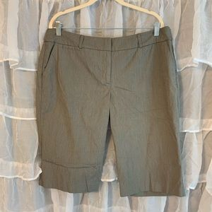 New York and Co stretch bermuda shorts